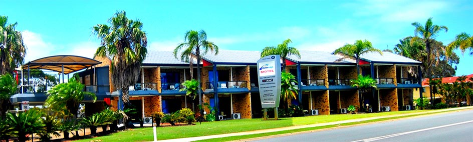Bribie Waterways Motel is situated right across from the picture perfect Pumicestone Passage.